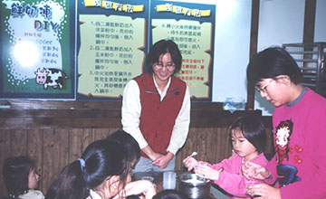 In 1996, we launched the first dairy product DIY activity developed by the ranch owner.